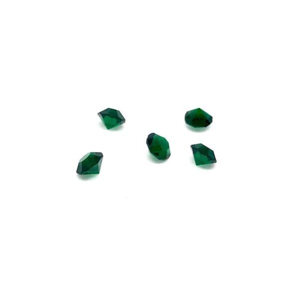 Тъмно зеленo кристалче