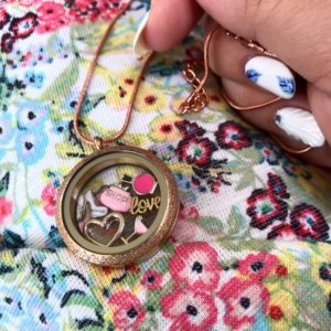 medalion-jenstvenost-v-rozovo