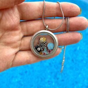 медальон сребрист блясък Hello summer